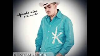 EL KOMANDER - TRAGOS DE AMARGO LICOR   (EN VIVO)