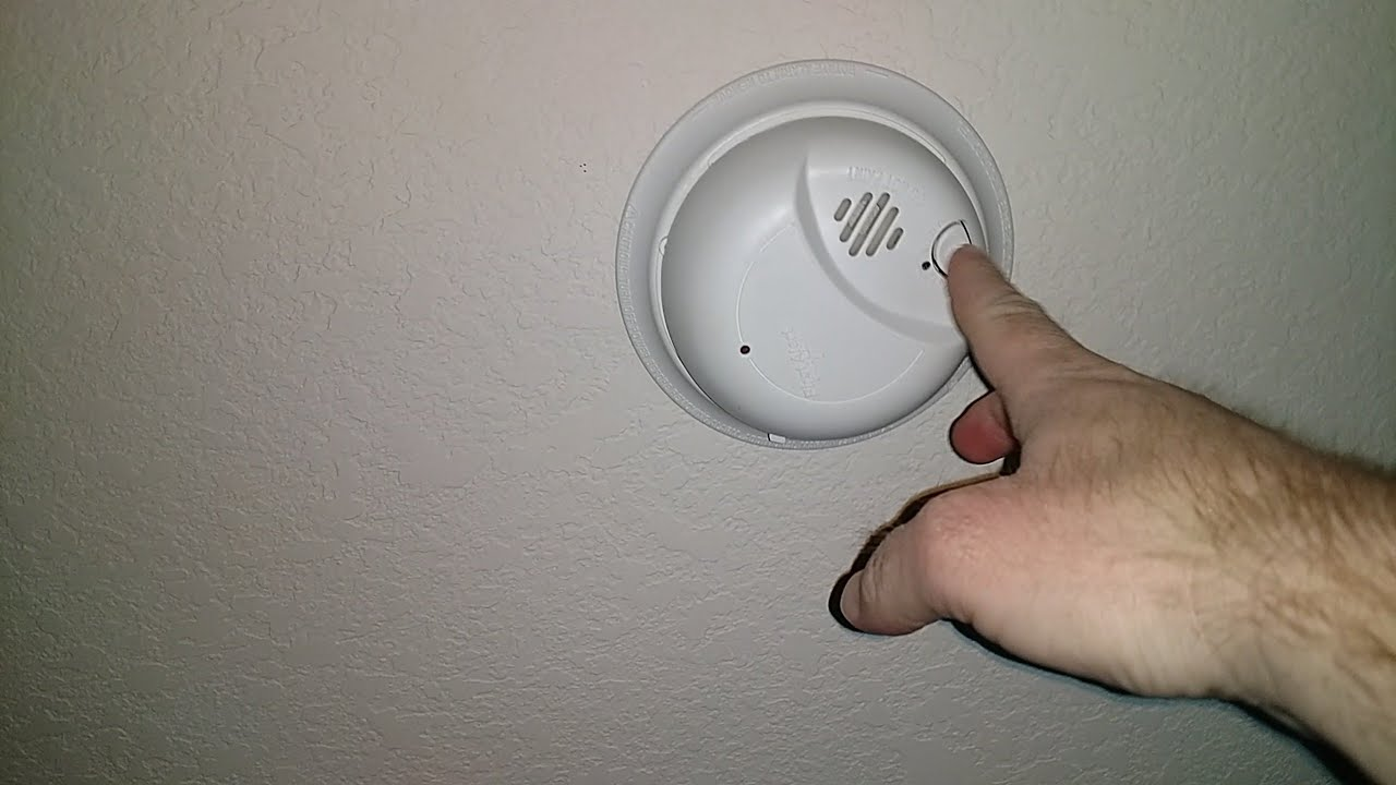 Change Smoke Alarm Battery First Alert 9120b Youtube