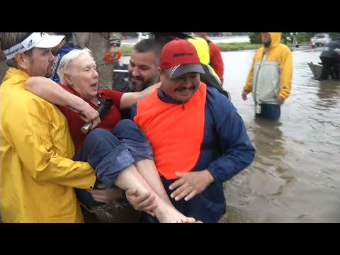 Volunteers Out in Force on Flooded Texas Roads