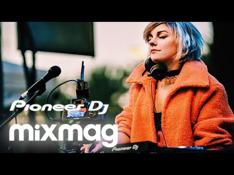 Little Boots LIVE at the NAMM trade show on the Pioneer DJ stage