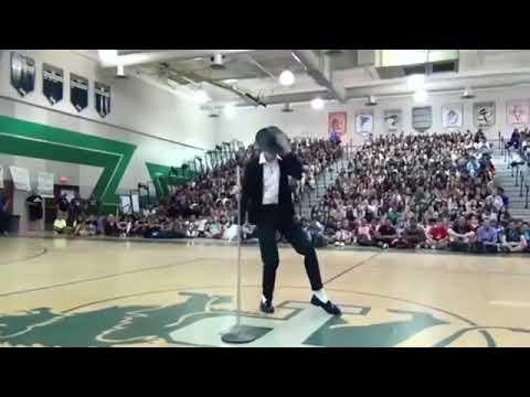 Michael Jackson's son dancing