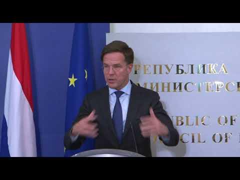 Бойко Борисов: Холандия напълно подкрепя България да се присъдени към Шенген. В това ме увери холандският премиер Марк Рюте на срещата ни днес. Безспорно външната граница вече не е проблем, всички знаят, че я пазим изключително добре. За един месец в ЕС се счита, че България има успешно председателство на Съвета на Европа. Надявам се да продължим така, за да изпратим към холандския парламент само позитивни сигнали, че на Изток има дисциплинирана държава, спазваща финансовите правила, с икономически растеж, пазейки добре Шенгенската граница. Държава, която спазва върховенството на закона, може да е за пример за стабилност и да генерира такава и в целия регион.