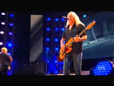 REO Speedwagon - Back on the Road Again (Live - 2010)