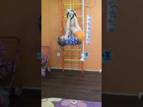 Готовится стать гимнасткой.