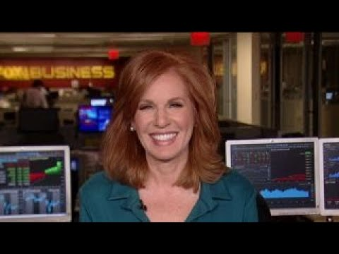 Liz Claman receives honor from Building Homes for Heroes organization