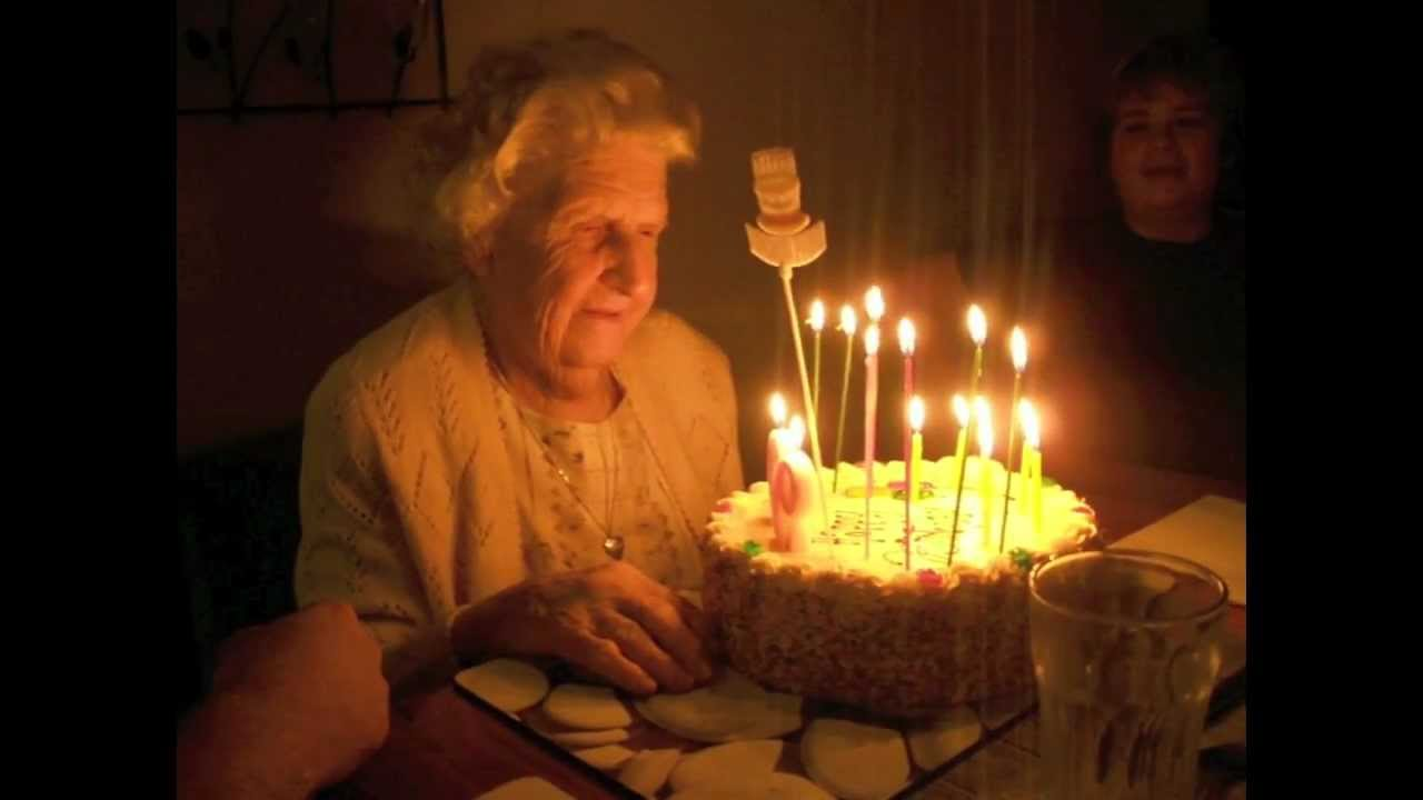 Hilarious Grandmas 90th Birthday Cake Candles Keep Relighting
