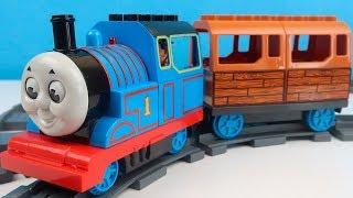 Паравозик Томас Собираем железную дорогу для Томаса Поезд игрушка для детей