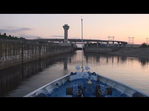 видео: На теплоходе М.Фрунзе.Шлюз.Чебоксарская ГЭС.