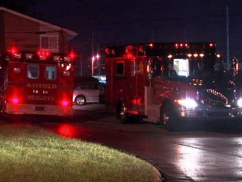Raw: Three stabbed in Mayfield Heights