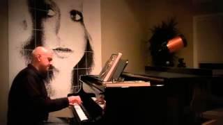 Googoosh's Eshareh on the piano -- گوگوش - اشاره