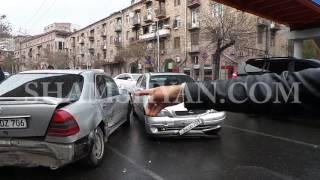 Ավտովթար Երևանում  ԵՊՀ ի մոտ բախվել են 2 Mercedes ները ու Opel ը