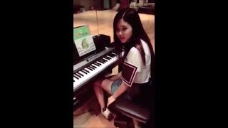 Blackpink Rose singing playing guitar and piano