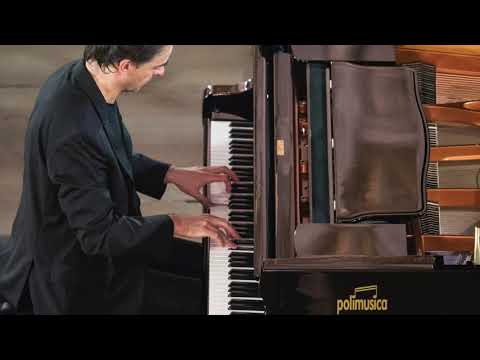 "Alberto Urroz plays F. Chopin: Prelude in D flat major ""Raindrop"""