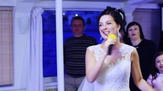 Невеста читает рэп на свадьбе!