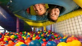CHALLENGES & DÉFIS dans AIRE de JEUX INDOOR - Indoor Playground Fun Kids Challenge