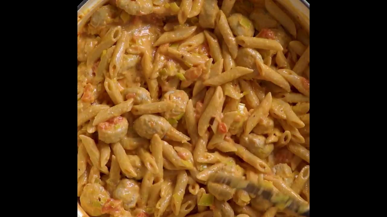 Gesundes Nudel Rezept   Nudeln mit Würstchen Meal Prep   MYPROTEIN™