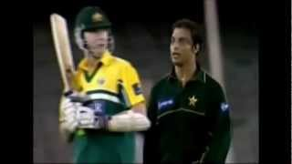 Shoaib Akhtar scaring Brett Lee from behind