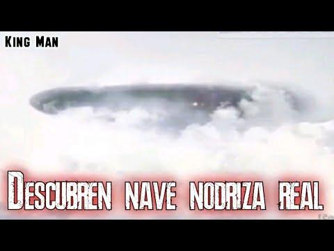 Nave Nodriza real camuflada entre las nubes de Australia e incluso se ven luces en su interior