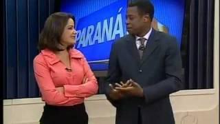 grande gafe reporter da afiliada da Globo atendendo celular ao vivo