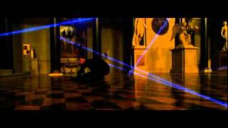 laser dance by vincent cassel in ocean's 12