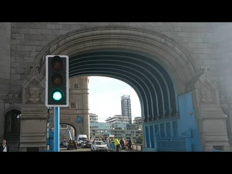 London Tower Bridge Raising - (Full Bridge Raise and Lower) (10/08/2017)