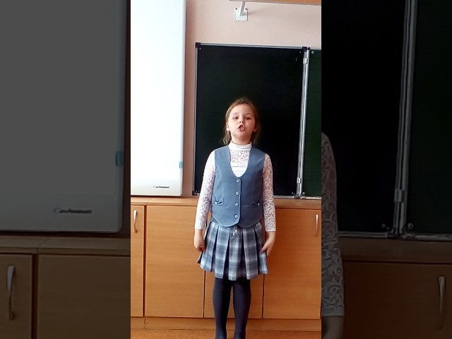 Изображение предпросмотра прочтения – АннаБоровкова читает произведение «Пусть дети не знают войны» (Разные писатели )