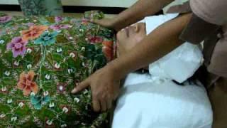 Repeat youtube video สอนนวดน้ำมัน อโรมา ด้านไหล่ อก aroma massage on shoulder