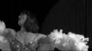 "JOSEPHINE chante ""PADAM PADAM"" di Edith Piaf"