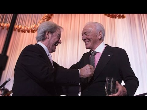 Christopher Plummer presents Gordon Pinsent with award