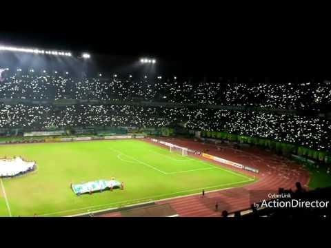 Merinding... ribuan lampu dinyalakan bersamaan diiringi Anthem Persebaya Surabaya (Anniversary 90)