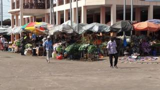 'صدى البلد' في السوق القديم لمدينة 'بورت جانتي' بجوار مقر المنتخب الوطني.. فيديو