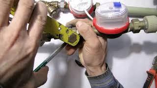 отрывание крышки сетчатого фильтра на квартирном водопроводе инструмент сантехника