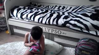 Вредный ребёнок| Приклеел сестру| Не хочет делать уроки.