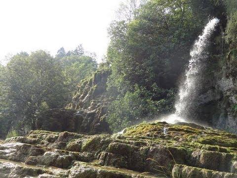 Les fontaines p trifiantes la s ne is re rh ne alpes - Le jardin des fontaines petrifiantes ...