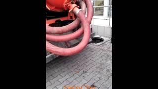 видео Очистка канализационных колодцев: откачка ила