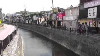 昭和40年代の歓楽街の設定で撮影。昔の電飾などの演出により、昭和の...