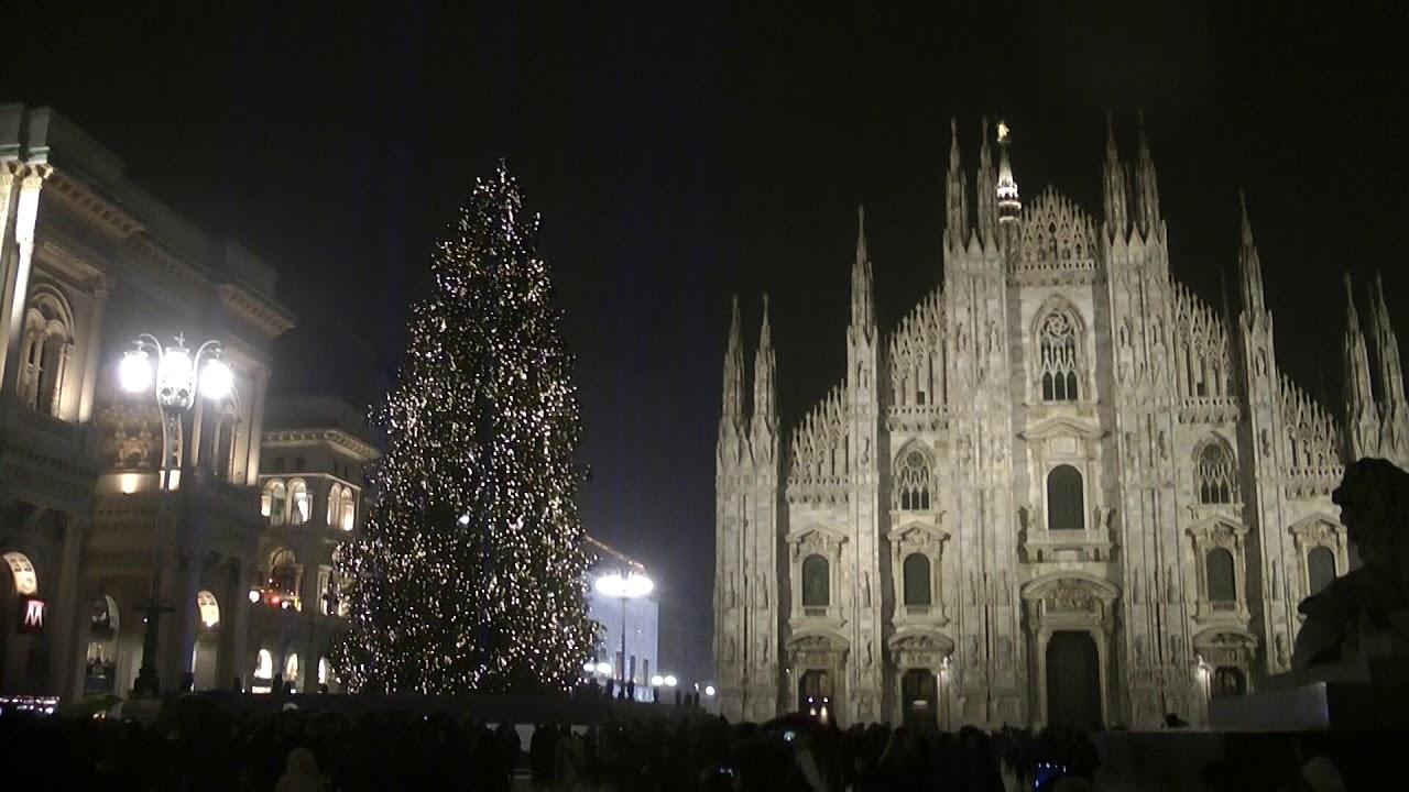 Albero Di Natale Milano.Albero Di Natale 2018 In Piazza Duomo A Milano Le Luci