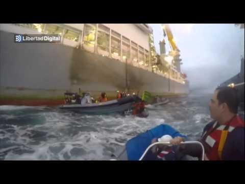 Abordaje de Greenpeace abortado por la Armada - Greenpeace boarding stopped by Spanish Armada