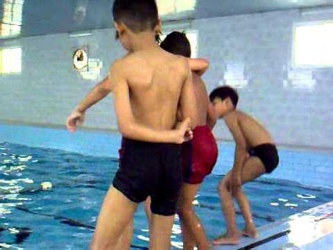 الاولاد في المسبح 16 thumbnail