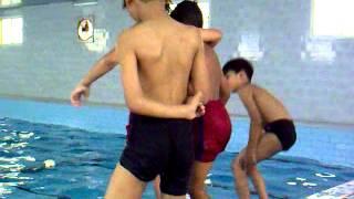 الاولاد في المسبح 16