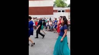 Танцуют родители выпуск Олеси 9 класс2016