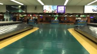 マニラ空港第1ターミナルの出口での待合せ場所の動画です。