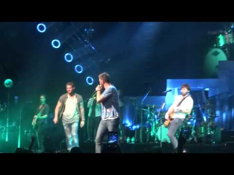 """Lady Antebellum and Brett Young sing """"Something Like That"""" live at PNC Music Pavilion"""