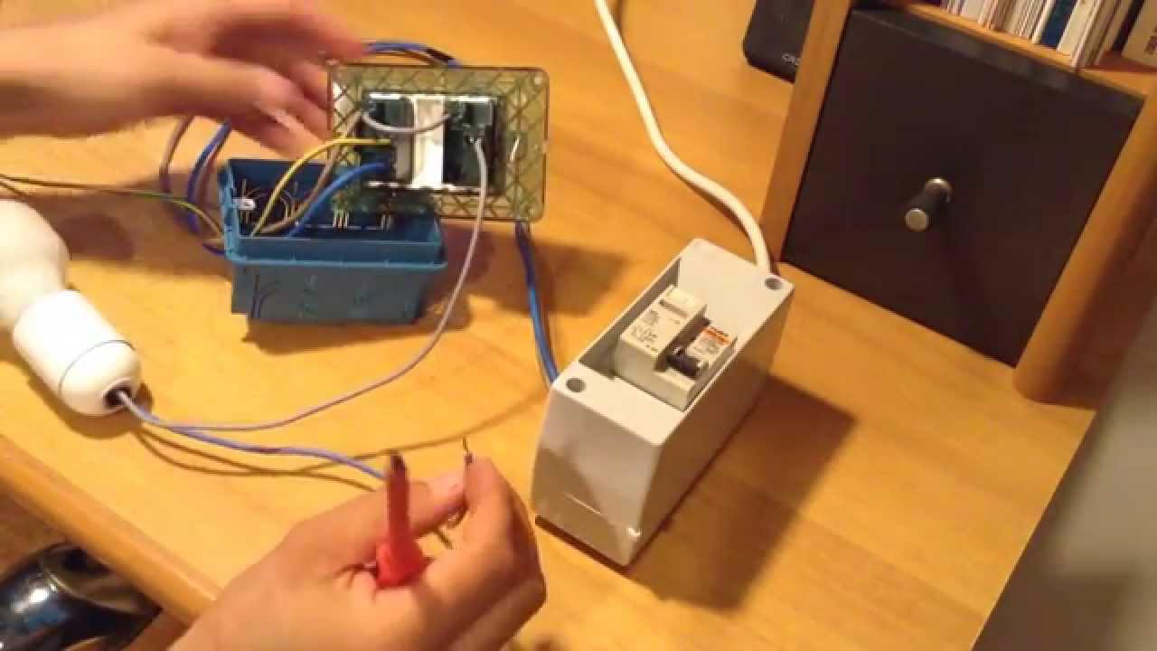 Come collegare una lampada allinterruttore derivandolo da
