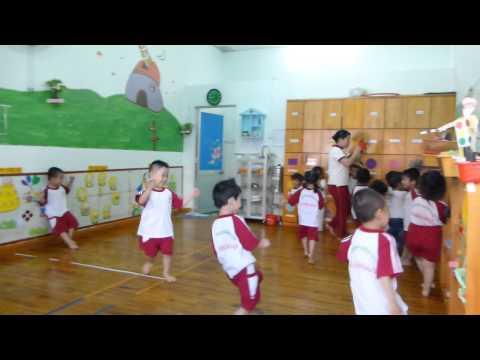 Trò chơi Trời nắng Trời mưa lớp Mầm trường mầm non Hoa Hồng Đỏ
