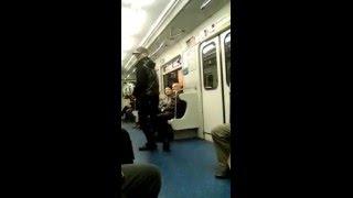 Петербург полон талантов...прикол в метро