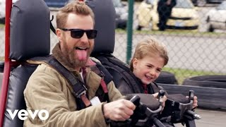 Download Dierks Bentley - Living Mp3 and Videos