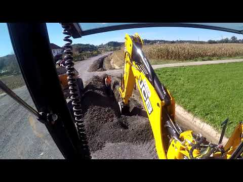 JCB 4cx eco 2018 backhoe loader digging a trench