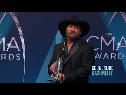 Garth Brooks Wins CMA Award for Entertainer of the Year
