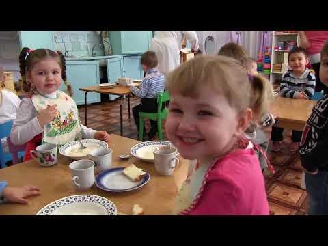 Видео как дети играют в детском саду
